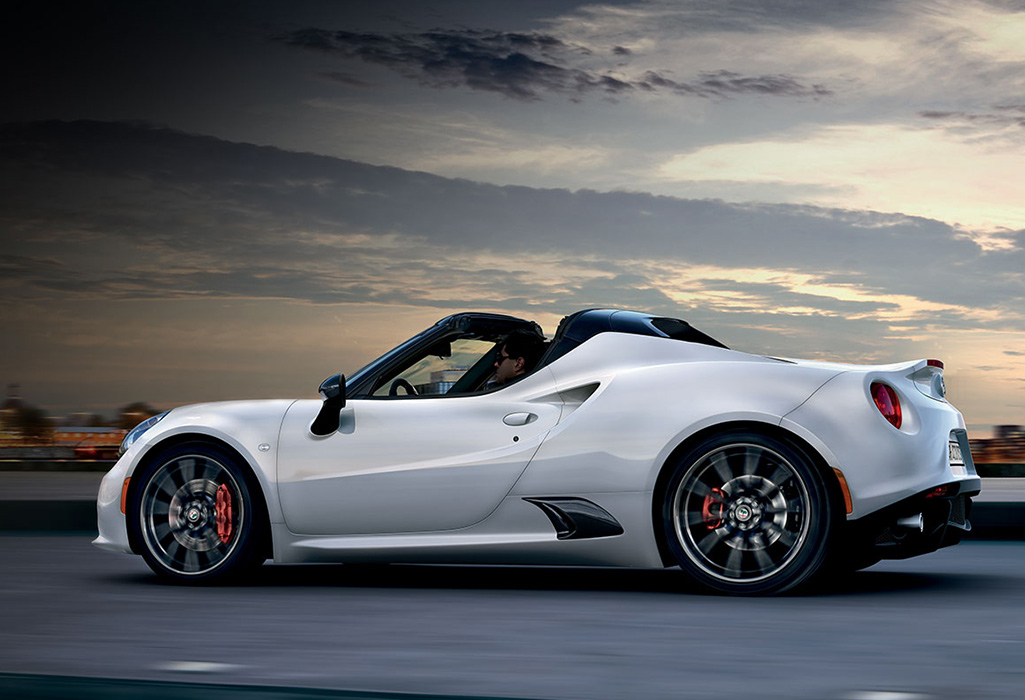 Alfa Romeo 4C Spider Overview Banner